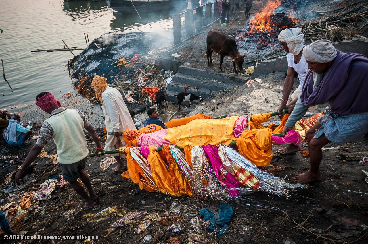 Фото ритуальное сожжение мальчиков 2